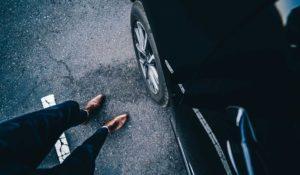 auto-schuhe-business-straße