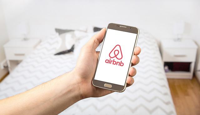 airbnb-smartphone-bett-zimmer-wohnung
