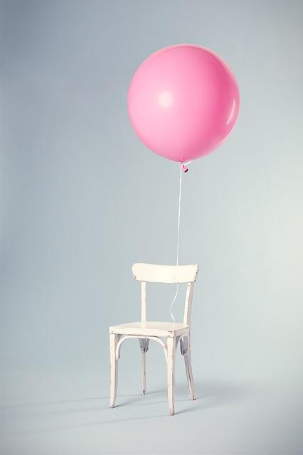 leerer-platz-stuhl-luftballon